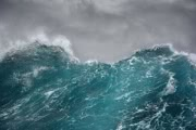 Как выглядит шторм с девятиметровыми волнами? Видео из каюты корабля