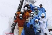 Школьники погибли под снежной лавиной в Японии