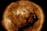 Погода на Солнце: взрыв и огромная корональная дыра