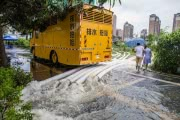 В Китае эвакуируют тысячи людей