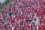 По улицам Мадрида пробежали тысячи Санта-Клаусов: видео