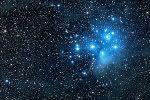 Рождественская комета и Плеяды: фантастическое фото