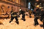 В Твери из-за схода снега на людей упал деревянный навес